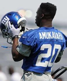 Giants cornerback Prince Amukamara puts on his helmet