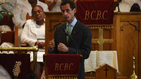 Anthony Weiner speaks at a campaign event at