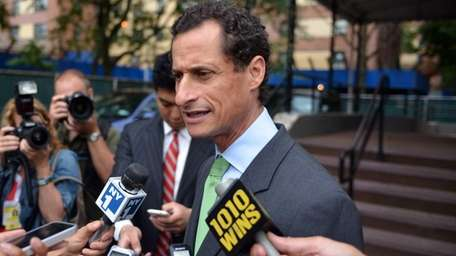 Mayoral candidate Anthony Weiner speaks at a campaign