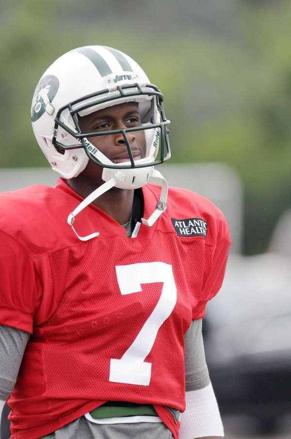 Jets quarterback Geno Smith looks on during training