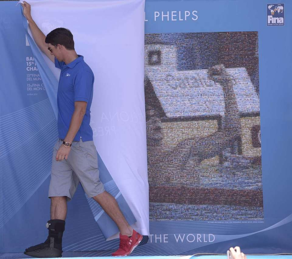 Michael Phelps unveils a mosaic installed in his