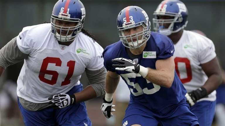 Giants inside linebacker Dan Connor, right, and guard