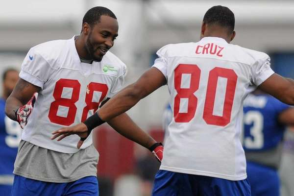 Hakeem Nicks, left, and Victor Cruz jokingly practice
