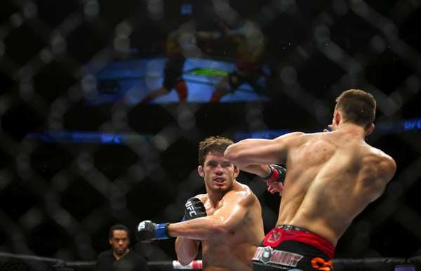 Rory MacDonald, right, won a unanimous decision over