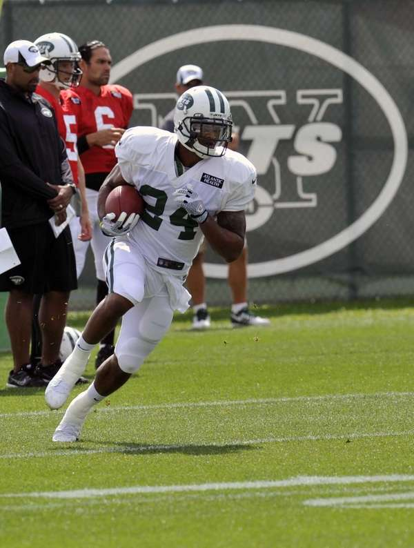 Jets wide receiver Stephen Hill runs a route