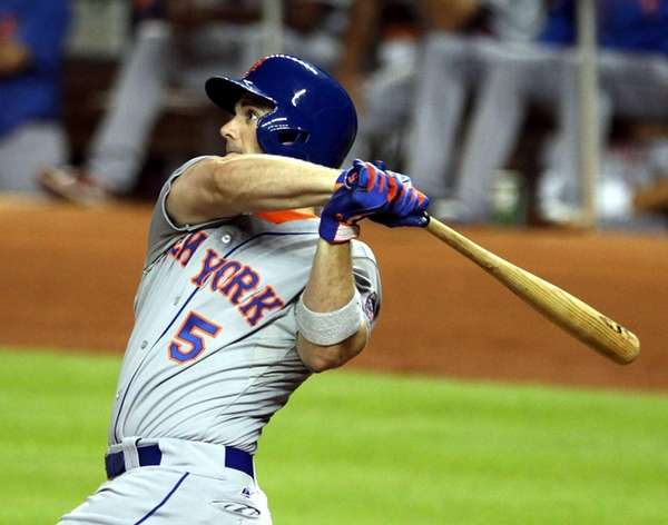 David Wright of the Mets hits an RBI