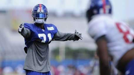 Giants cornerback Aaron Ross gestures while setting up