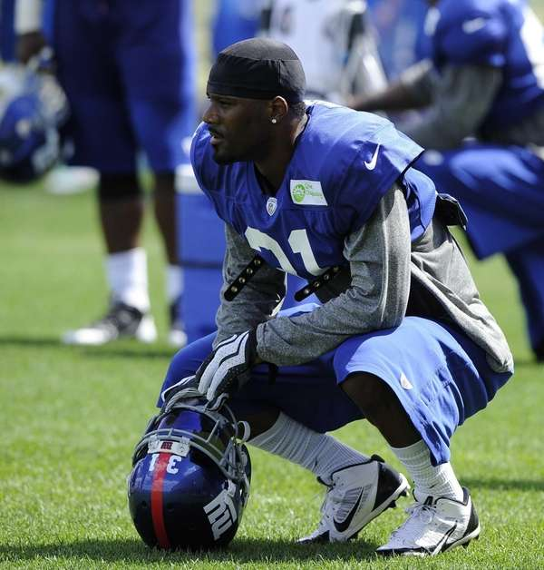 Giants cornerback Aaron Ross watches action during training