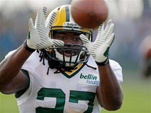 Green Bay Packers running back Eddie Lacy catches