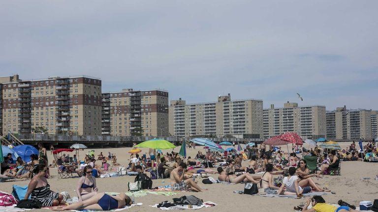 Rockaway Beach (Anthony Lanzilote)