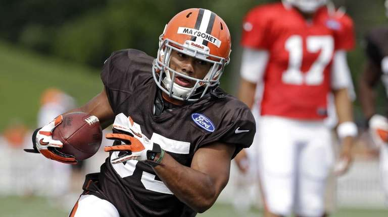 Cleveland Browns running back Miguel Maysonet runs the
