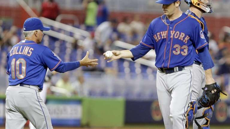Mets manager Terry Collins relieves pitcher Matt Harvey