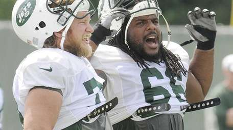 Jets center Nick Mangold and guard Willie Colon