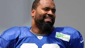 Giants defensive tackle Cullen Jenkins practices during team