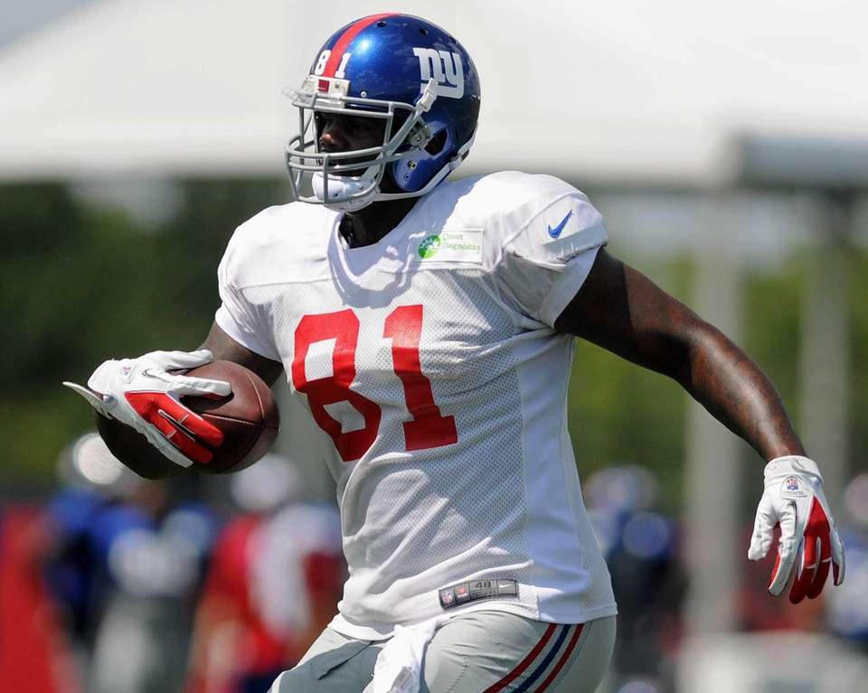 Giants tight end Adrien Robinson practices during team