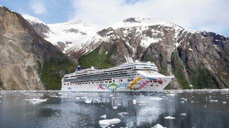 Norwegian Cruise Line's Norwegian Pearl in Alaska.