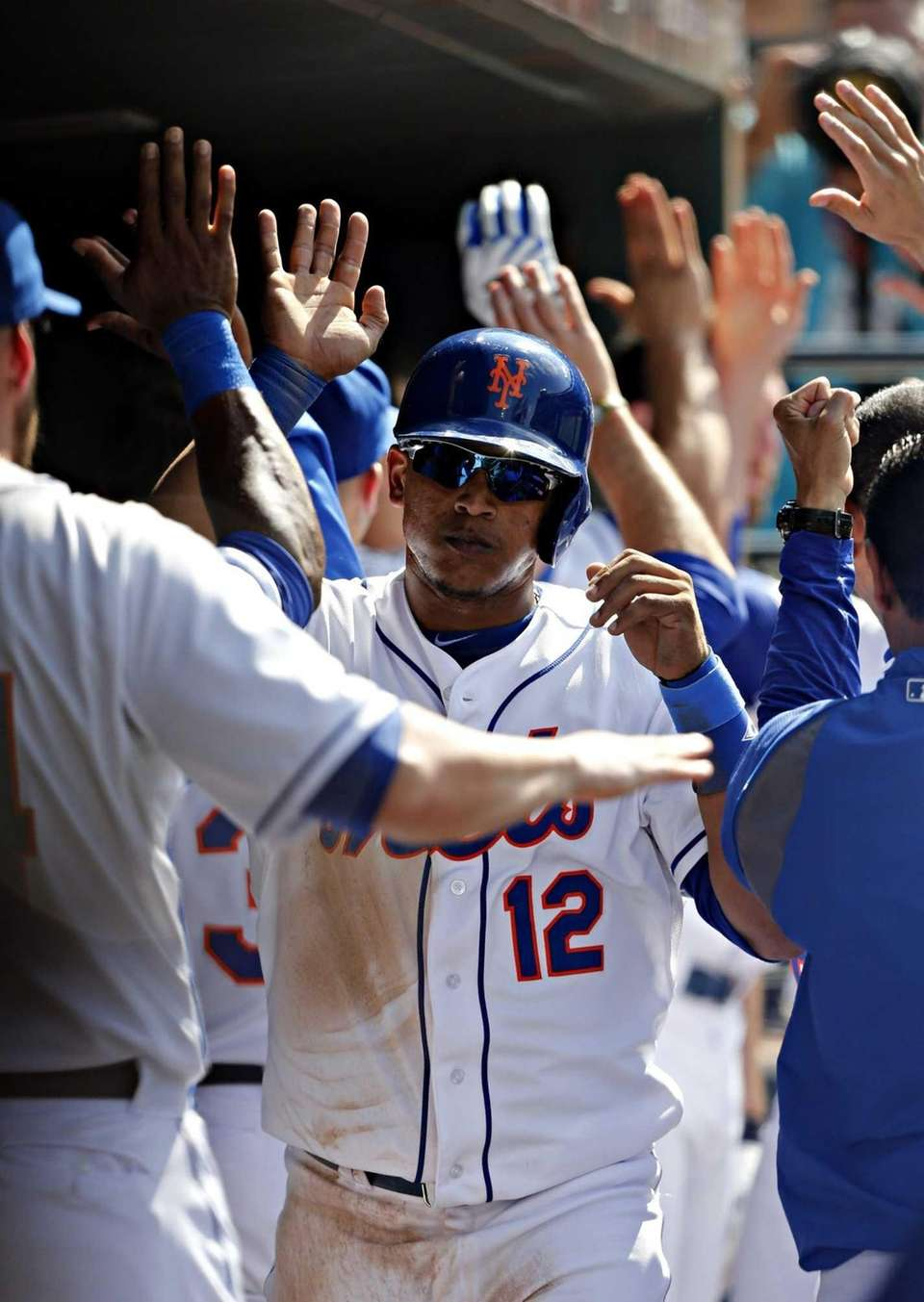 Mets centerfielder Juan Lagares is congratulated by teammates