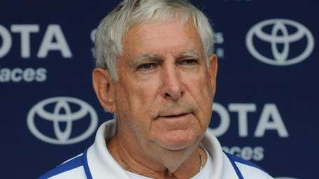 New York Giants tight ends coach Mike Pope