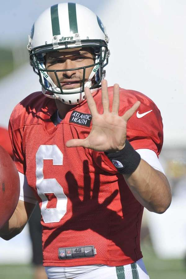 Jets quarterback Mark Sanchez calls a play during