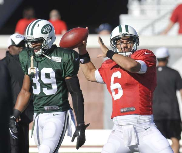 Jets quarterback Mark Sanchez throws during training camp