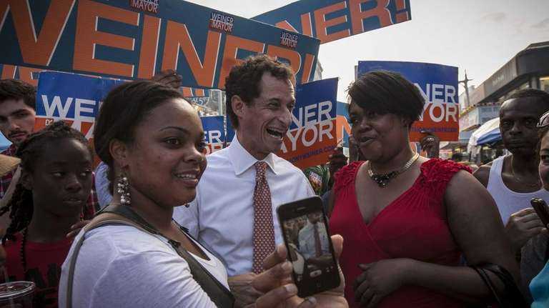 Anthony Weiner campaigns at the JAMS Jamaica Avenue