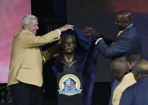 Former NFL football head coach Bill Parcells, left,