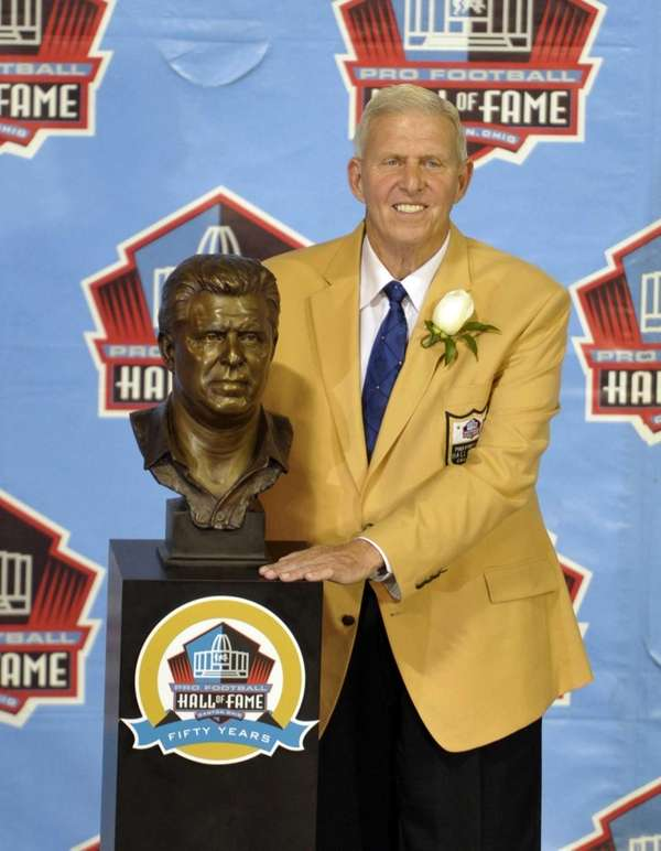 Hall of Fame inductee Bill Parcells poses with