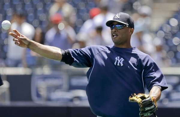 Yankees second baseman Robinson Cano gets loose during