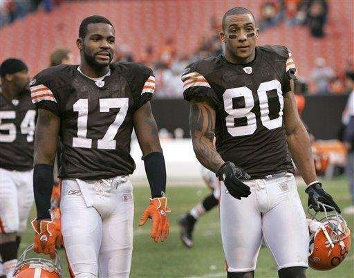 Cleveland Browns wide receiver Braylon Edwards walks off