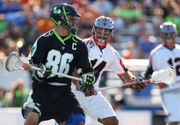 Kevin Unterstein #86 of the Lizards carries the