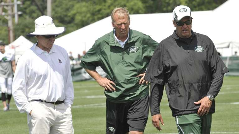 Jets owner Woody Johnson, left, walks with general