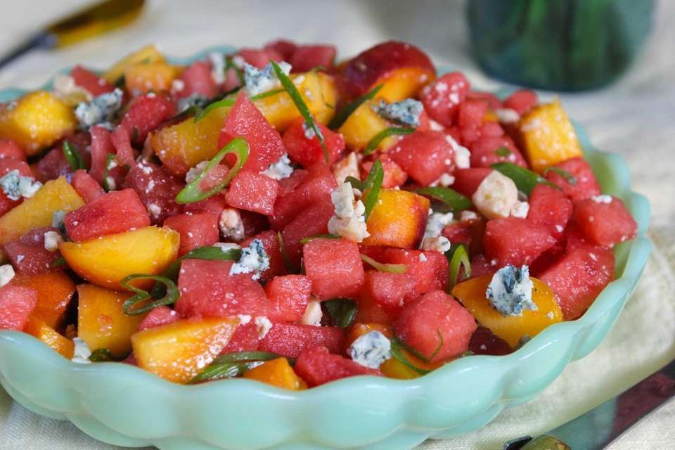WHAT YOU'LL NEED:4 cups diced watermelon3 peaches, diced1/2