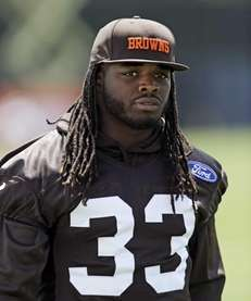 Cleveland Browns running back Trent Richardson walks off
