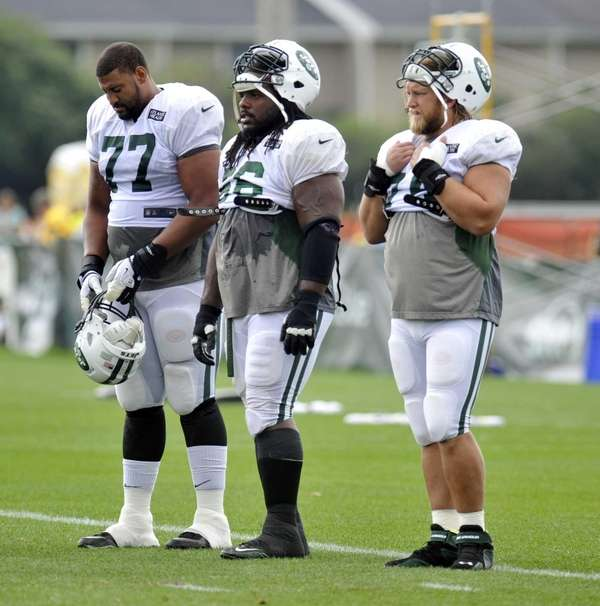 From left, Jets linemen Austin Howard, Willie Colon
