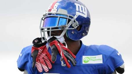 Giants safety Antrel Rolle practices during team training