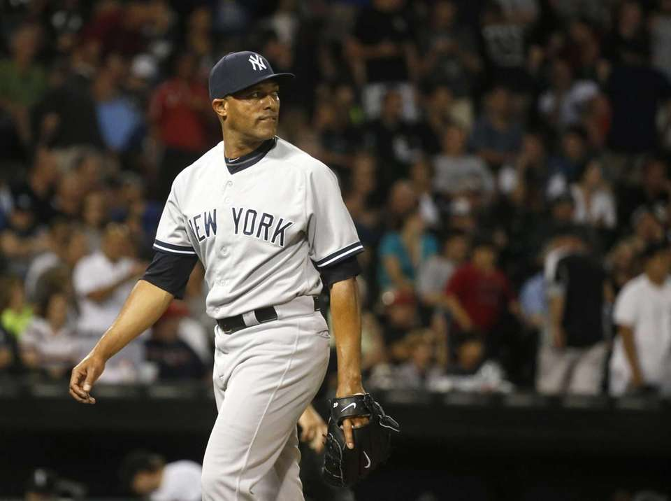 Yankees closer Mariano Rivera looks at the scoreboard