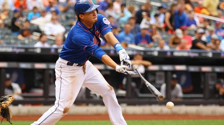 Wilmer Flores hits an RBI fielder's choice to