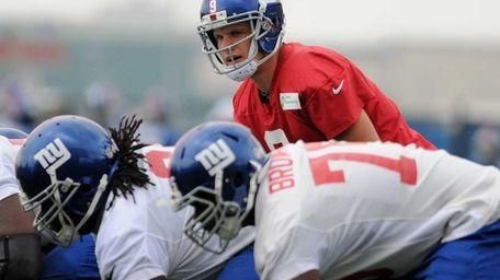 Giants quarterback Ryan Nassib gets ready to take