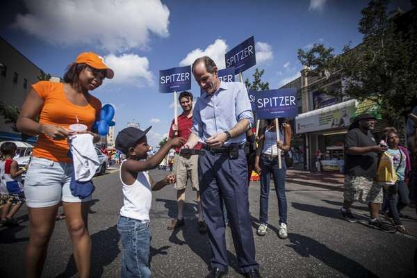 Eliot Spitzer campaigns at the JAMS Jamaica Avenue