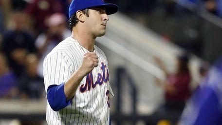 Mets pitcher Matt Harvey celebrates after defeating the
