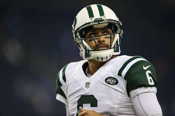 Mark Sanchez of the Jets warms up prior