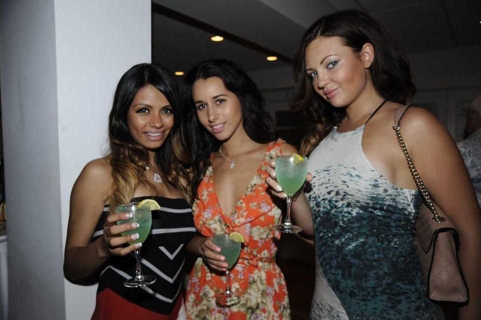From left, Lingrig Valencia, Kristin Zyasinkerg and Kenza
