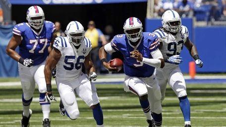 Buffalo Bills quarterback EJ Manuel, second from right,