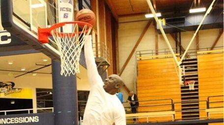 Kids look on as 50-year-old Michael Jordan dunks