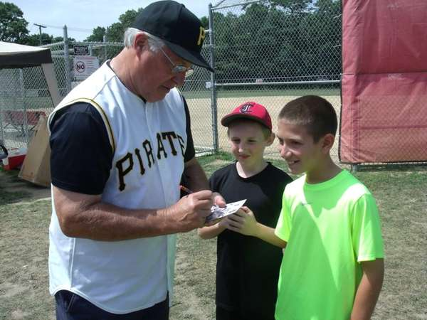 Former Pittsburgh Pirate Fred Cambria, 65, signs autographs