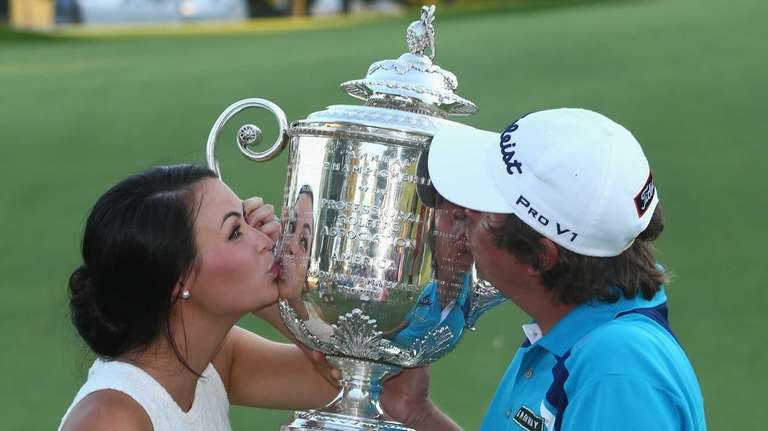 Jason Dufner and his wife Amanda kiss the