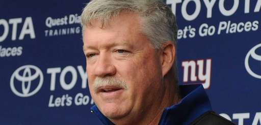 Giants offensive coordinator Kevin Gilbride speaks with the