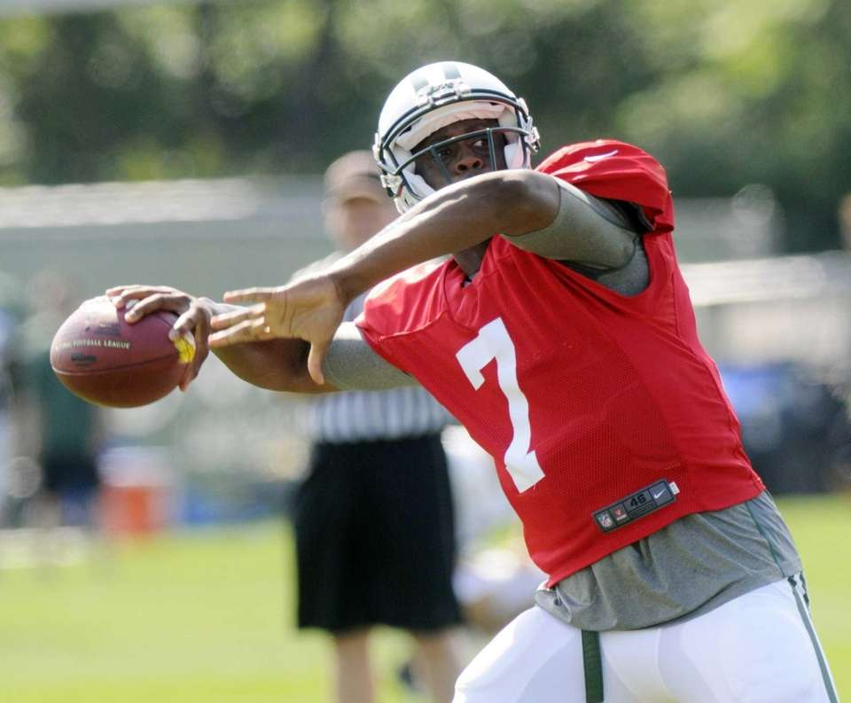 Geno Smith (7) throws a pass during training