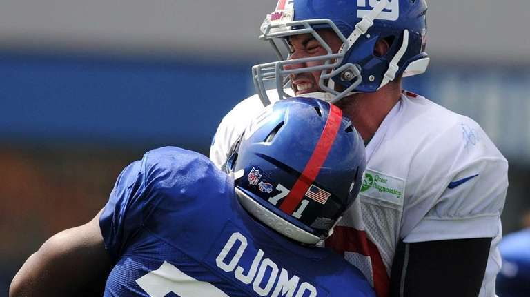 Justin Pugh, right, tries to block defensive end
