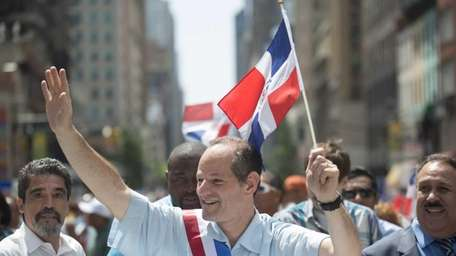 Comptroller candidate Eliot Spitzer marches in the Annual